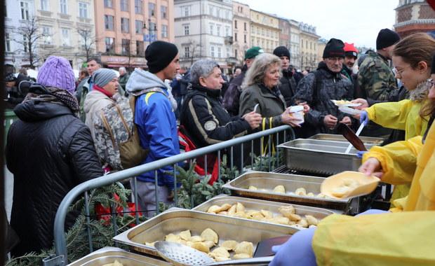 XXIII wigilia dla bezdomnych i potrzebujących. Tysiące osób na Rynku Głównym w Krakowie!