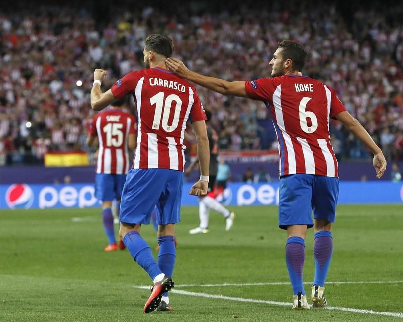Yannick Ferreira-Carrasco i Koke cieszą się po bramce w meczu z Bayernem /PAP/EPA