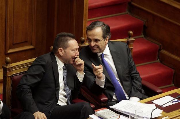 Yannis Stournaras (L), minister finansów Grecji i Antonis Samaras, premier Hellady /AFP
