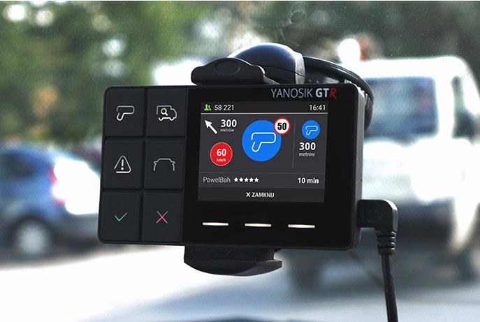 Yanosik także w Apple CarPlay /materiały prasowe