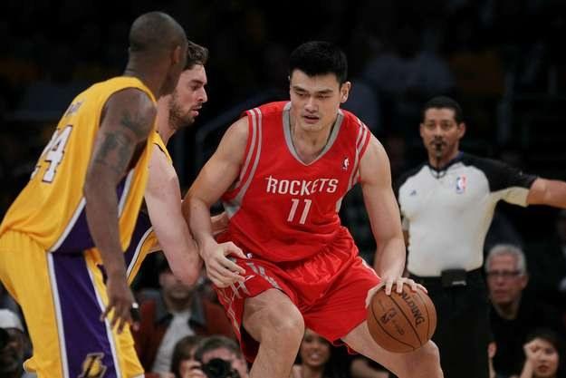 Yao Ming musiał zakończyć karierę przez problemy zdrowotne /AFP