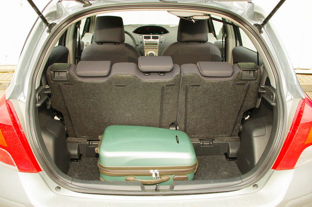 Yaris bagażnik /Motor