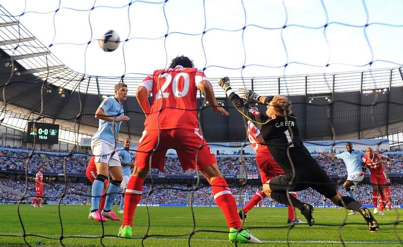Yaya Toure strzela pierwszego gola dla Manchesteru City /AFP