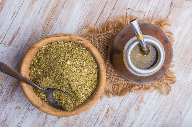 Yerba w przeciwieństwie do kawy, nie wypłukuje z organizmu witamin i minerałów /123RF/PICSEL