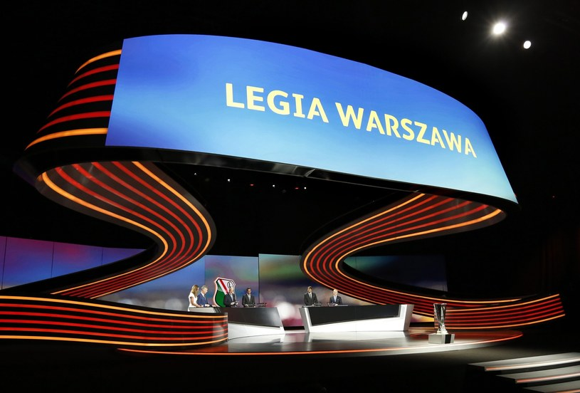 Youri Djorkaeff rozlosował Legię Warszawa /PAP/EPA