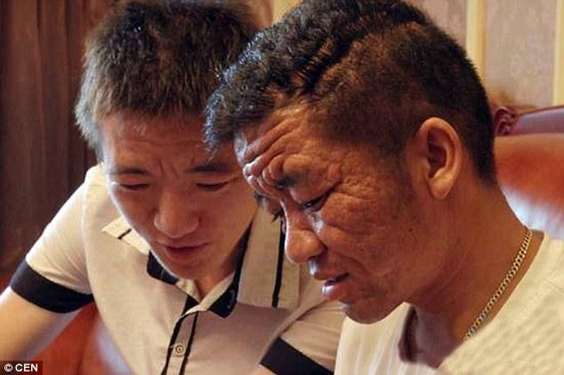 Yuan z 25-letnim bratem, który również odczuwa pierwsze objawy choroby /INTERIA.PL
