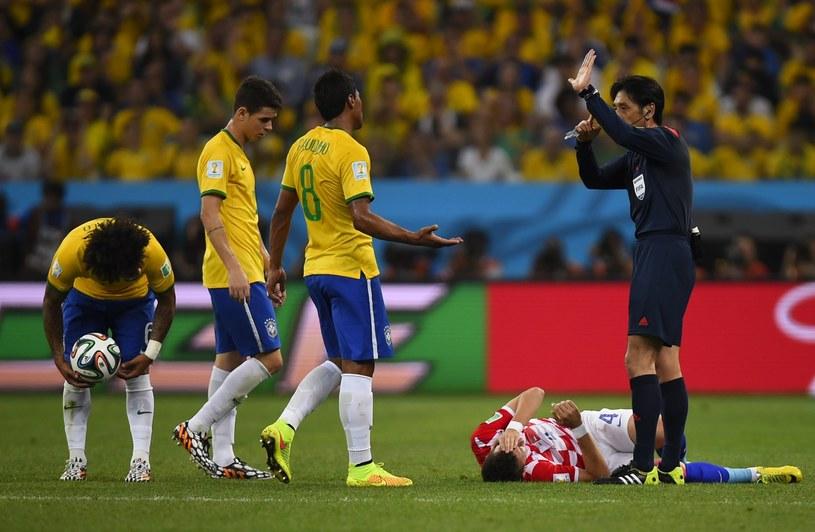 Yuichi Nishimura nie popisał się w meczu otwarcia mundialu /AFP