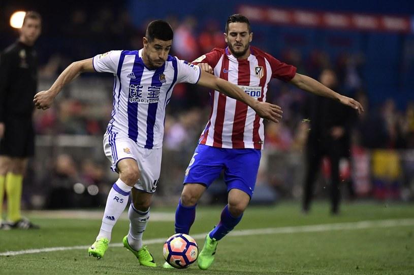 Yuri Berchiche (z lewej) podczas meczu z Atletico Madryt /AFP
