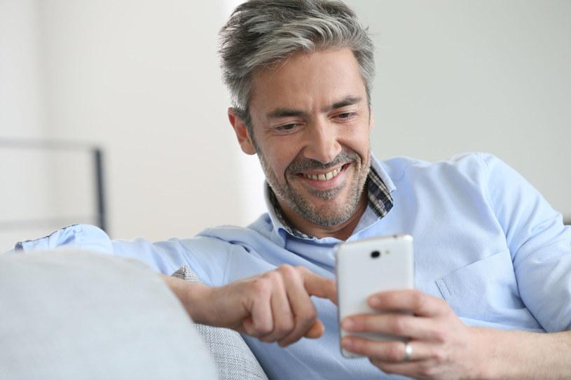 Z aplikacją bankową nawet kredyt gotówkowy otrzymamy bez wychodzenia z domu /123RF/PICSEL