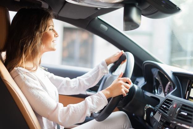Z aplikacją monitorującą styl jazdy regularnie jeździ aż 15 tysięcy klientów LINK4 /©123RF/PICSEL