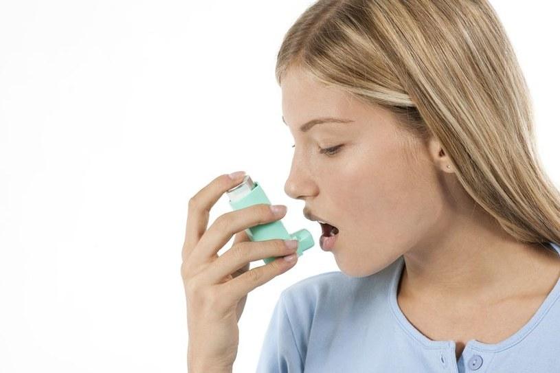 Z astmą można walczyć - ale jak robić to skutecznie? /123RF/PICSEL