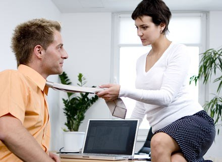 Z badań wynika, że romanse i związki wśród współpracowników zdarzają się częściej niż kilka lat temu