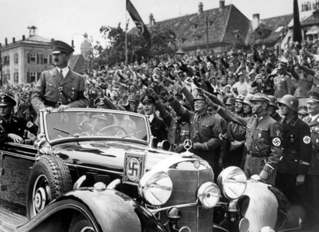 Z biegiem lat poznajemy coraz więcej kulisów II wojny... /AFP