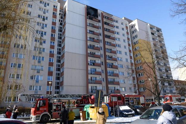 Z bloku strażacy musieli ewakuować część mieszkańców /Jakub Kaczmarczyk /PAP