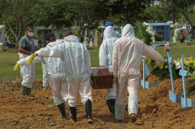 Z braku środków i miejsc w szpitalach nie podejmuje się tam leczenia pacjentów z chorobami współistniejącymi /AFP