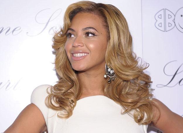 Z brzydkiego kaczątka w zachwycającą piękność. Beyonce jest dziś jedną z najpiękniejszych kobiet /Getty Images/Flash Press Media