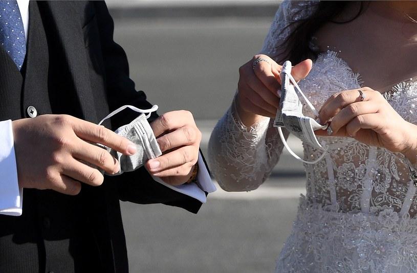 Z chwilą ogłoszenia upadłości jednego z małżonków, powstają problemy /AFP