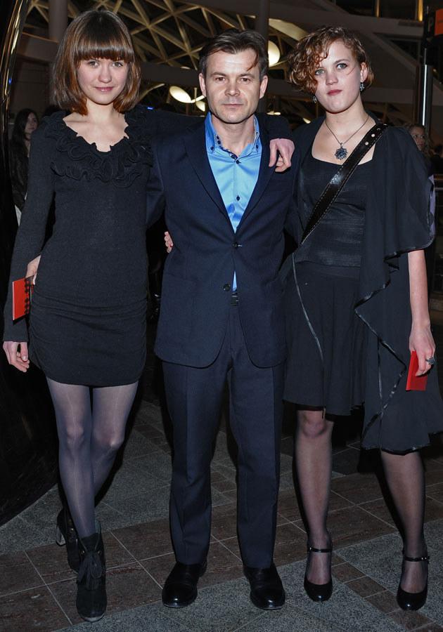 Z córkami Jadzią i Zosią, fot.Andras Szilagyi  /MWMedia
