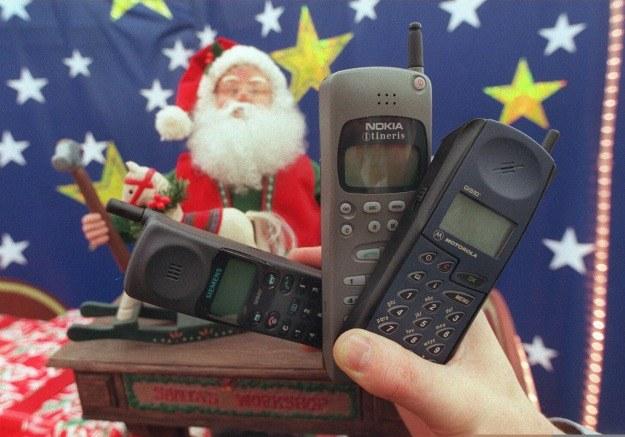 Z czasem komórki korzystające z GSM stawały się coraz bardziej powszechne /AFP