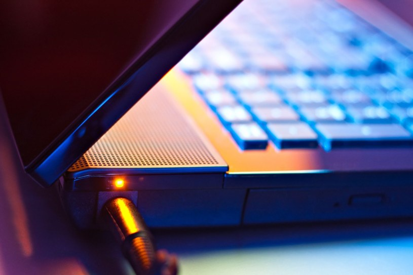 Z czasem wydajność baterii w laptopie spada. Jak temu zaradzić? /materiały prasowe