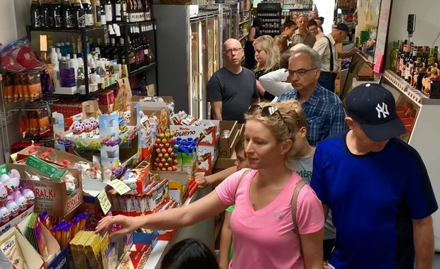 Z dala od kraju, ale zgodnie z tradycją. Polacy w USA robią zakupy na Wielkanoc