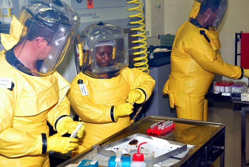Z danych Światowej Organizacji Zdrowia wynika, że Ebola spowodowała śmierć ponad 5 tysięcy osób. /AFP