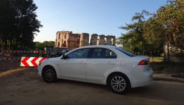 Z duszą na ramieniu dotarliśmy w okolice ruin zamku w Bodzentynie /INTERIA.PL