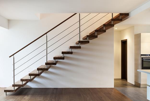 Z dwoma poziomami w mieszkaniu wiąże się zazwyczaj większa powierzchnia /©123RF/PICSEL