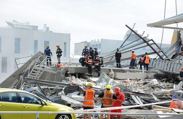 Z godziny na godzinę maleją szanse znalezienia pod gruzami żywych ludzi /PAP/EPA