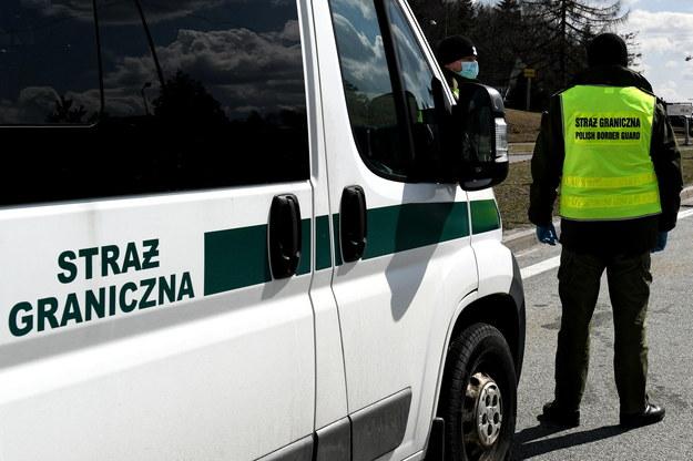 Z informacji dziennikarza RMF FM wynika, że nagrody dostało mniej niż 10 proc. szeregowych funkcjonariuszy Straży Granicznej /Darek Delmanowicz /PAP