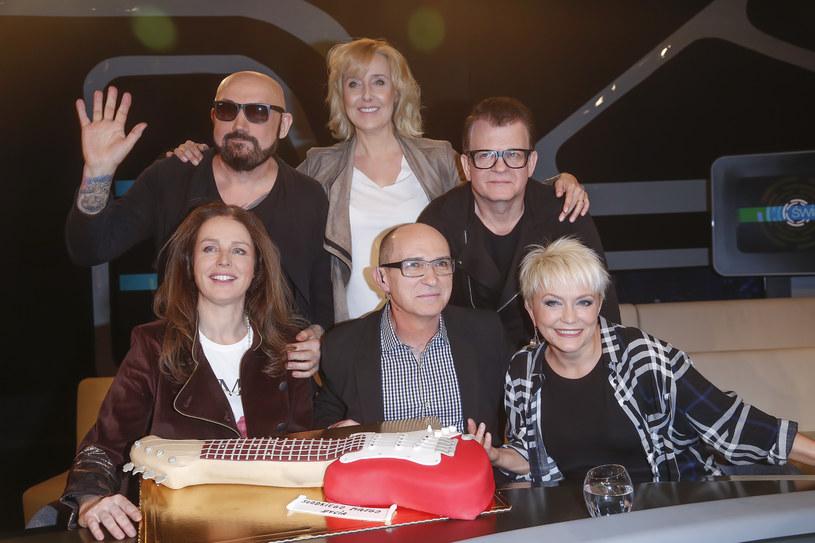 Z innymi muzykami Andrzej Krzywy spotyka się w trasie, telewizji, radiu czy na festiwalach /Michał Baranowski /AKPA