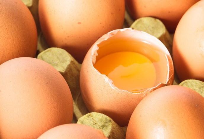 Z jajek i nabiału nie powinno rezygnować się w pełnowartościowej diecie /123RF/PICSEL