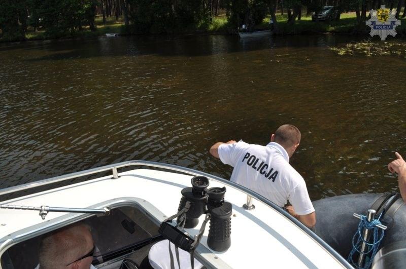 Z Jeziora Charzykowskiego wydobyto ciało mężczyzny /Policja