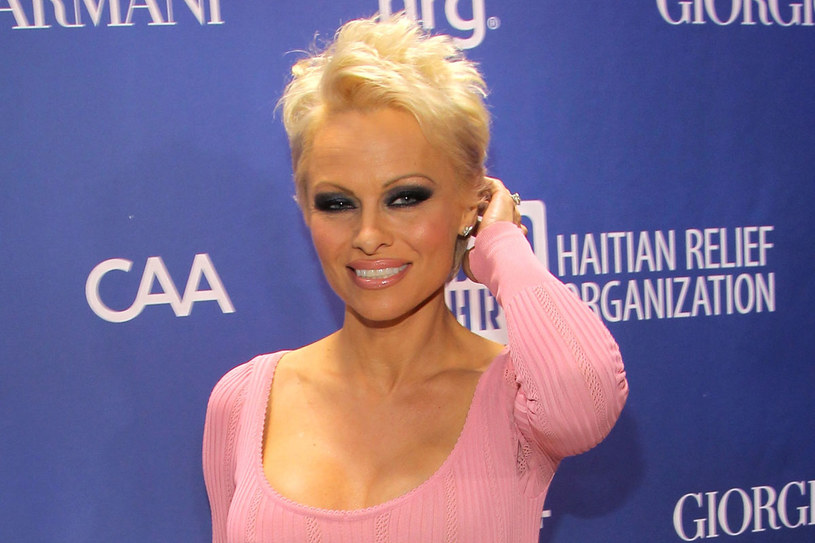 Z krótkimi włosami Pamela wygląda świetnie /Getty Images/Flash Press Media