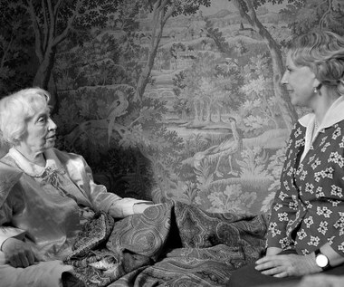 """""""Z Krystyną Jandą poznałyśmy się przed laty w domu Andrzeja Wajdy, ale nigdy z nią nie pracowałam. Bałam się trochę tej pierwszej wspólnej pracy, nie wiedziałam czy się zgramy, czy będzie otwarta, czy też najeżona na mnie. Ale doznałam bardzo miłego rozczarowania. Wszystkie moje lęki okazały się zbyteczne"""" - wspominała przed laty Anna Polony pracę na planie """"Rewersu"""".  """"Propozycja zagrania matki w filmie 'Rewers' była kusząca nie tylko ze względu na scenariusz, temat, gatunek filmu, reżysera, o którym mogłabym mówić wiele dobrego, operatora filmu - wspaniałego artystę, z którym od jakiegoś czasu chciałam się spotkać, ale także, a może przede wszystkim, ze względu na najbliższe partnerki w filmie panią Annę Polony, której aktorstwo podziwiam od lat i Agatę Buzek, aktorkę, którą obserwuję kilka sezonów z wielkim zainteresowaniem"""" - mówiła Krystyna Janda."""