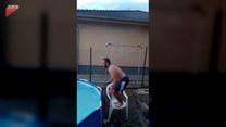 Z krzesła do basenu. Tego nie przewidział