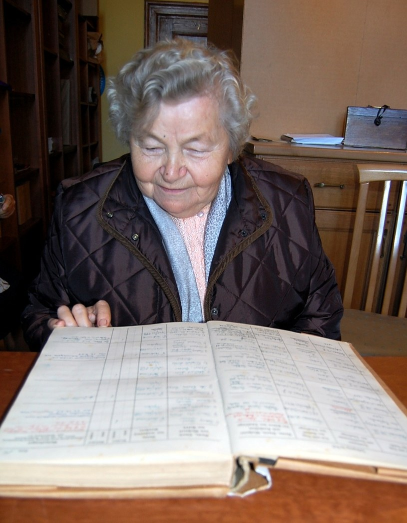 Z krzeszowskich ksiąg parafialnych można się wiele dowiedzieć. Pani Marta odszukała w jednej z nich wpis o swoim chrzcie w 1940 roku. /Fotografie ze zb. autora i sióstr benedyktynek z Krzeszowa /Odkrywca