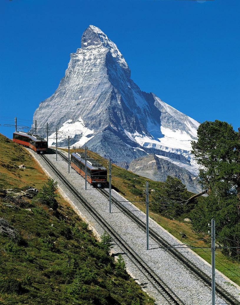 Z kurortu Zermatt na Rotenboden kursuje historyczna kolej Gornergrat /Switzerland Tourism