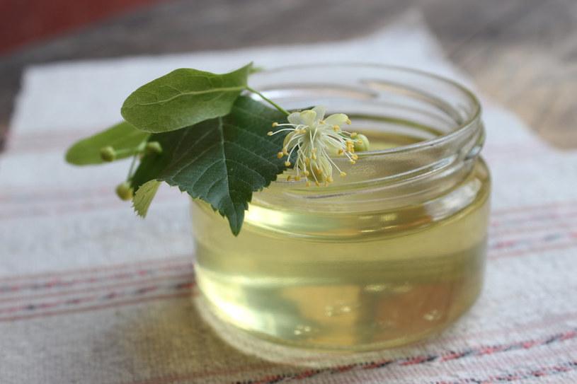 Z kwiatów lipy można też zrobić pyszny miód i syrop /123RF/PICSEL
