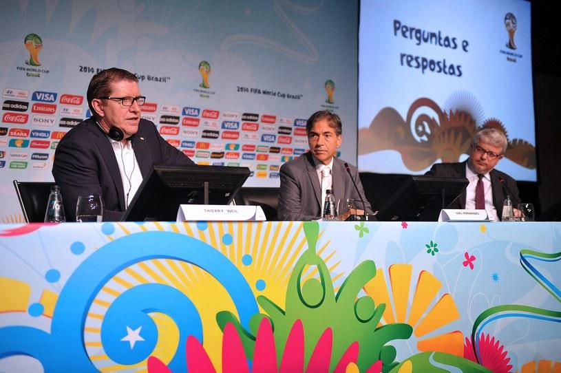 Z lewej dyrektor marketingu FIFA Thierry Weil /AFP