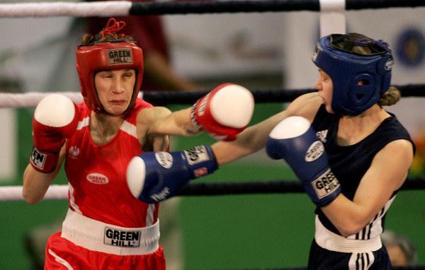 Z lewej Karolina Michalczuk /AFP