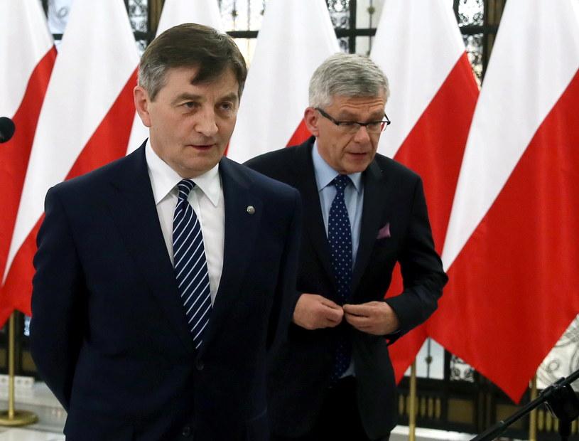 Z lewej marszałek Sejmu Marek Kuchciński /Tomasz Gzell /PAP