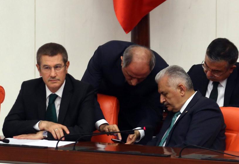 Z lewej Nurettin Canikli /AFP