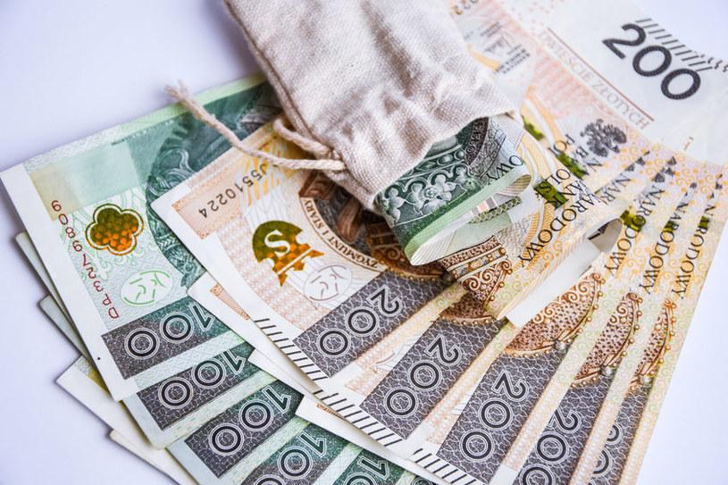 Z lokat zniknęło już 40 proc. pieniędzy /123RF/PICSEL