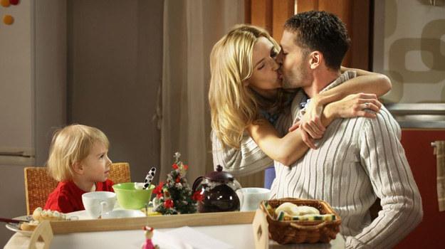 Z Małgosią Tomek założył szczęśliwą rodzinę, ale nie zawsze umie się porozumieć /MTL Maxfilm