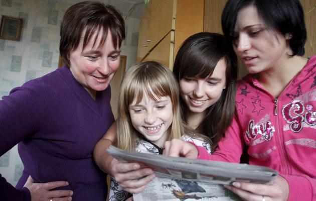 Z mamą i siostrami, fot.Bartłomiej Żurawski  /Agencja FORUM