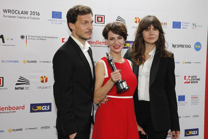 Z mężem Maciejem Englertem i przyjaciólką Małgorzatą Szumowska /AKPA