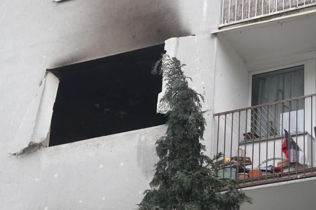 Z mieszkania, w którym doszło do wybuchu, wypadło okno /Marek Klinski /PAP