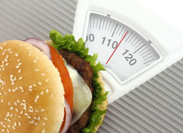 Z najnowszych badań wynika, że aż 18 mln Polaków ma podwyższone stężenie cholesterolu /123RF/PICSEL