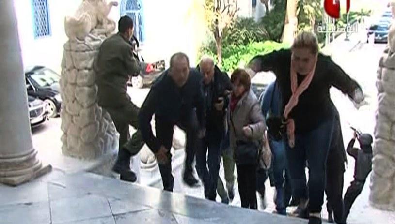 Z najnowszych informacji wynika, że w zamachu zginęło 19 osób /AFP